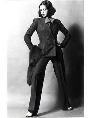 Yves Saint-Laurent nadrágkosztüm 1971-ből